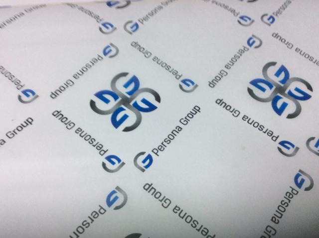 Печать на упаковочной бумаге логотипа заказчика